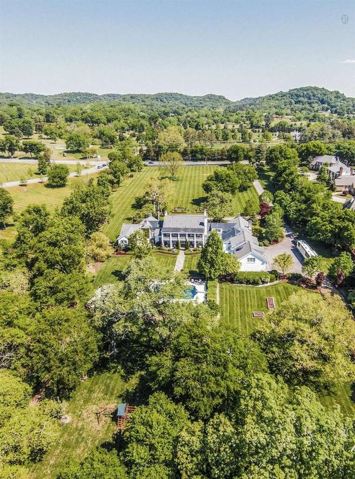 Country singer-songwriter and record executive Ronnie Dunn, formerly of the chart-topping duo Brooks & Dunn, recently bought 6 acres of prime Nashville horse property from Thomas F. Frist Jr., the richest man in Tennessee.