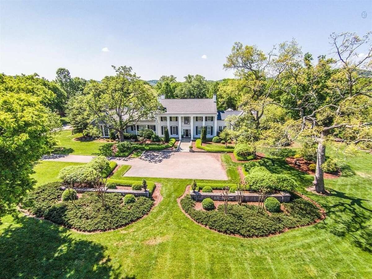 Country singer-songwriter and record executive Ronnie Dunn, formerly of the chart-topping duo Brooks & Dunn, recently bought 6 acres of prime Nashville horse property from Thomas F. Frist Jr., the richest man in Tennessee. See photos of Dunn's current home, a lavish $9 million Nashville estate, which is currently up for sale ...