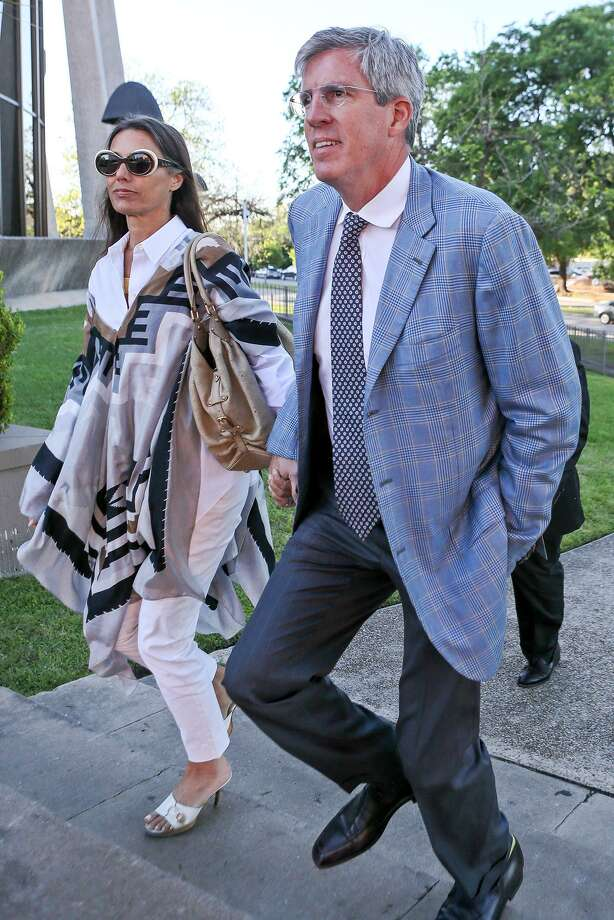 Charles A. Banks IV arrives at the federal courthouse in San Antonio holding the hand of his wife, Ali Banks, in this April 2017 photo. Photo: Marvin Pfeiffer /Staff File Photo / Express-News 2017