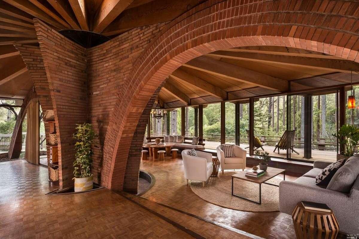 Living room. Photos: M Tencer & E McFarland - Pacific Union International Photography by Jacob Elliott Link to: www.jacobelliott.com