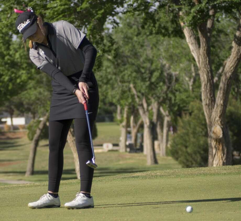 Andrews' Kinzee McAllister follows her putt 04-04-17 at Ranchland Hills during District 4-4A play. Tim Fischer/Reporter-Telegram Photo: Tim Fischer/Midland Reporter-Telegram