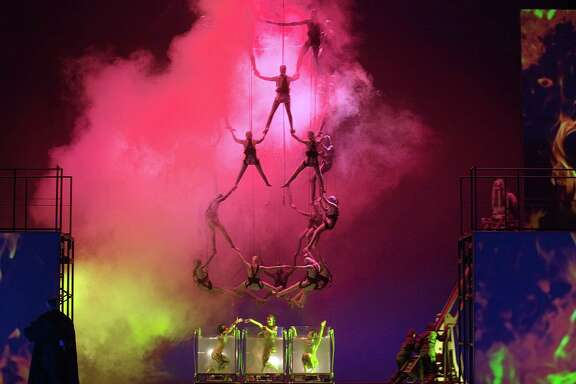 A scene from the Houston Grand Opera's production of Gé¶tterdé¤mmerung.
