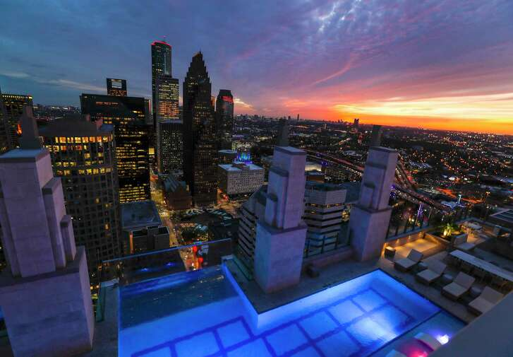 Market Square Tower: the sunset view from Market Square Tower, Wednesday, March 1, 2017, in Houston.  ( Karen Warren / Houston Chronicle )