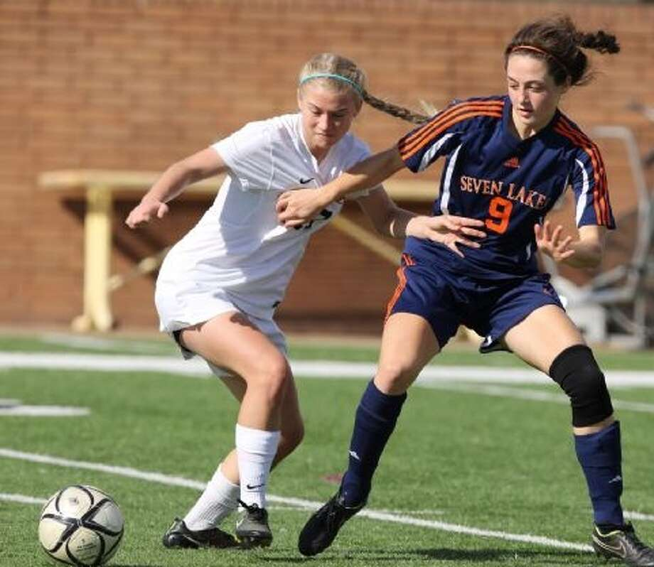 St. Agnes senior midfielder Angela Forthuber (left) was voted the TAPPS Division I all-state first team after helping to lead the Tigers to a 23-4-1 record the state final. St. Agnes earned five all-state selections. Photo: Craig Moseley