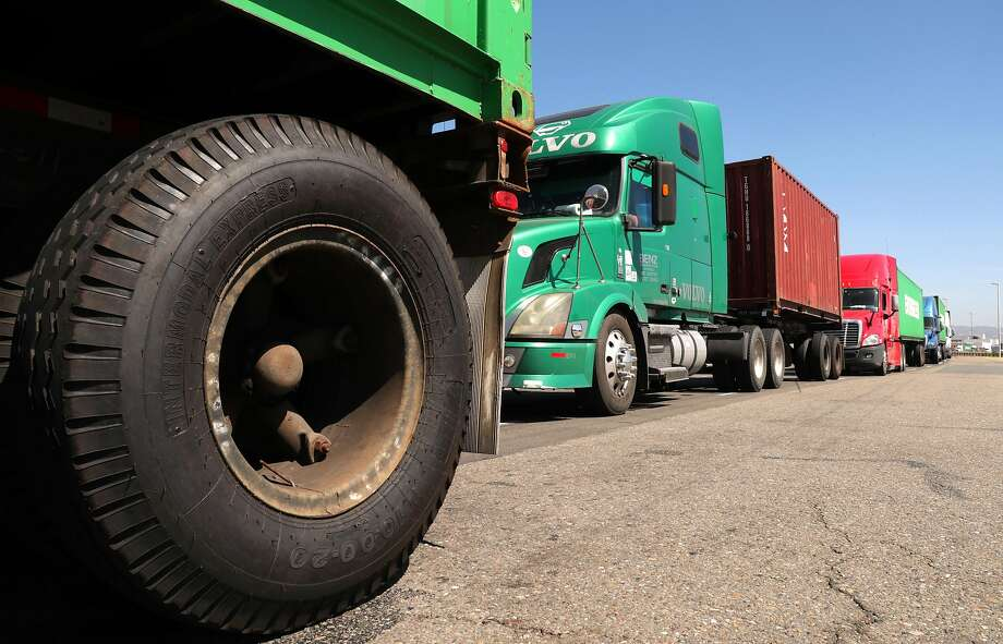 Environmentalists and health advocates oppose a provision in the bill that gives a break on pollution rules to the trucking industry. Photo: Michael Macor, The Chronicle