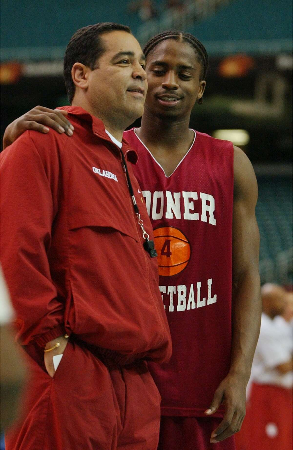 KRT SPORTS STORY SLUGGED: FINALFOUR KRT PHOTOGRAPH BY PATRICK SCHNEIDER/CHARLOTTE OBSERVER (March 26) ATLANTA, GA - Quanna White, will now serve as an assistant coach to head coach Kelvin Sampson, after playing for him as a Sooner.