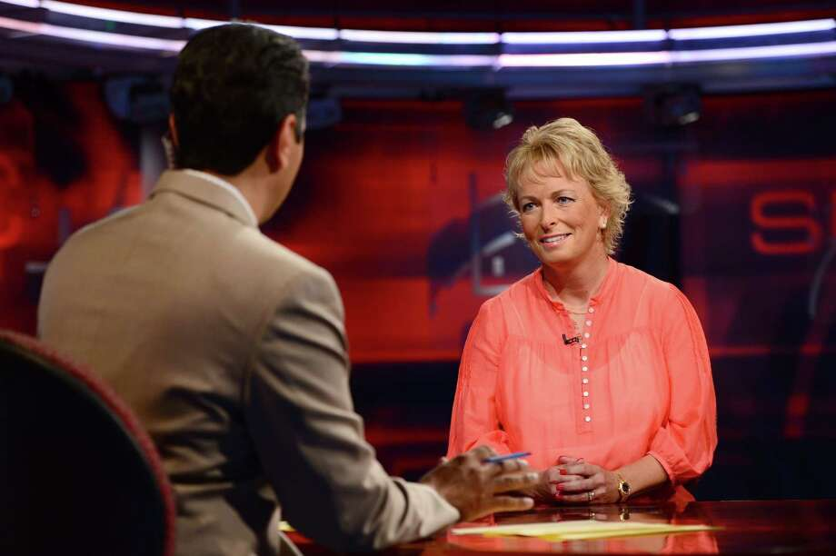 SportsCenter anchor Kevin Negandhi talks with golf analyst Dottie Pepper on the Sports Center set. (Joe Faraoni / ESPN Images) Photo: Joe Faraoni / 2013, ESPN Inc.