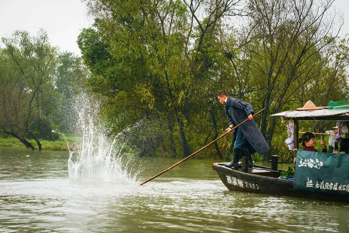 Once populated by fishermen and farmers, Xixi National Wetland Park is now a natural showcase of the combination of urban life, farming, and culture.