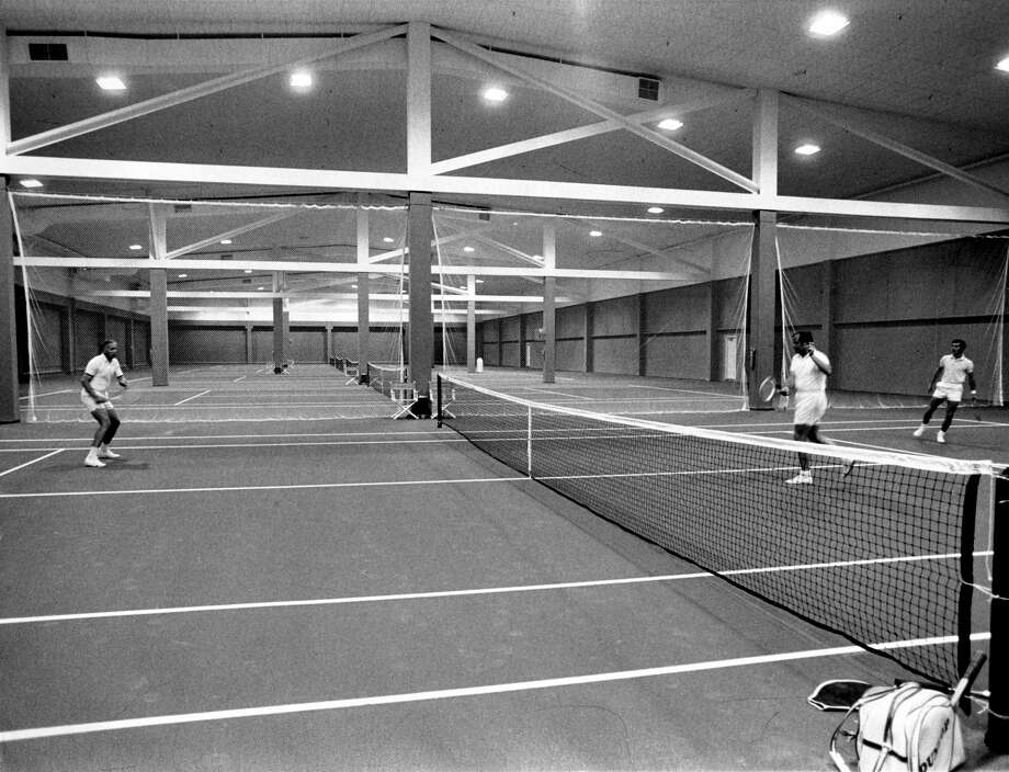 The University Club of Houston was brand new in 1971 on the fourth floor of the Galleria. The Galleria Tennis & Athletic Club occupies the former space of the University Club, which closed in 2006 after 35 years in business. Photo: Fred Bunch, HP Staff / Houston Chronicle
