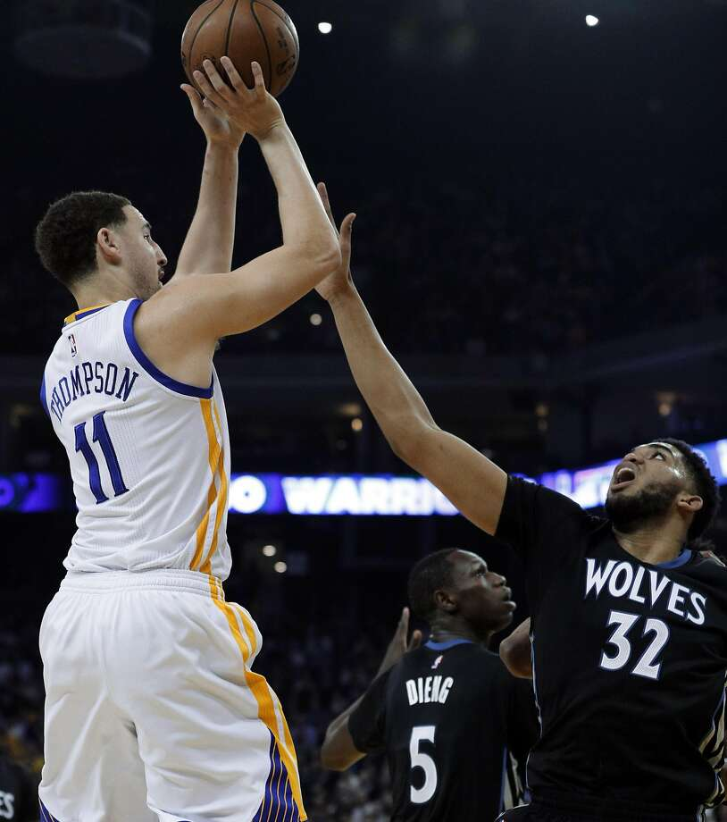 Klay Thompson shoots over Karl-Anthony Towns in the first half en route to 24 points in the first half and 41 for the game. He finished 7-for-14 from three-point range. Photo: Carlos Avila Gonzalez, The Chronicle