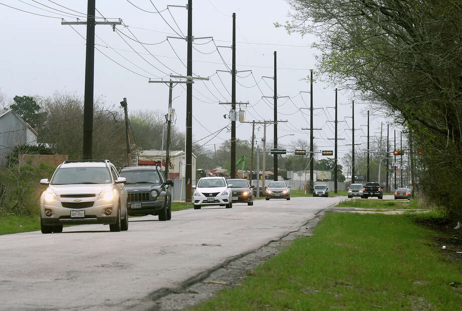 Traffic recently traverses Washington Boulevard near Langham road. Beaumont's city council discussed Tuesday building an intersection near Langham and resurfacing Washington Boulevard from Langham to Major Drive.  Photo taken March 02, 2017 Guiseppe Barranco/The Enterprise Photo: Guiseppe Barranco, Guiseppe Barranco/The Enterprise