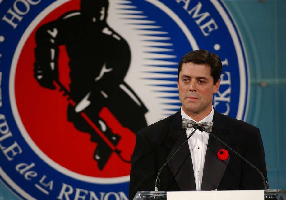Pat LaFontaine speaks at the 2003 Hockey Hall of Fame induction ceremony in Toronto on Monday, Nov. 3, 2003. Photo: Associated Press File Photo / HO