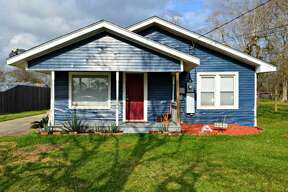 PORT NECHES: 1216 Van Avenue 3 bedrooms, 1 bathroom 1,232 square-feet Listing: $98,000