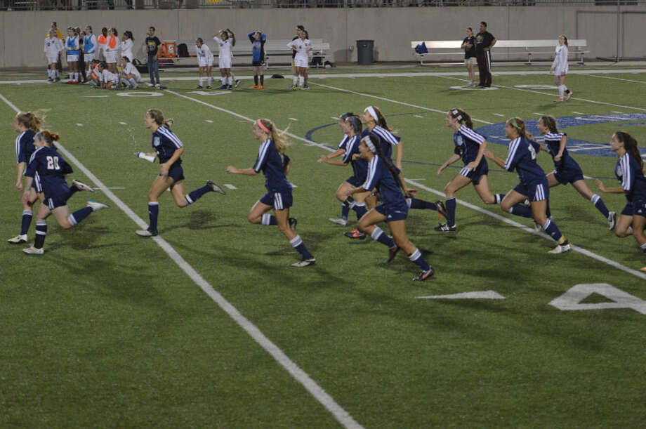 The Lady Mustangs rush towards the goal after beating Deer Park on penalty kicks Photo: Carrie Talsma