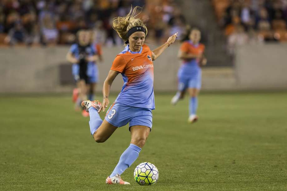 Dash forward Rachel Daly (3) takes a shot on goal in the first half of a National Women's Soccer League game at BBVA Compass Stadium on Saturday, April 16, 2016, in Houston,TX. ( Joe Buvid / For the Chronicle ) Photo: Joe Buvid/For The Chronicle