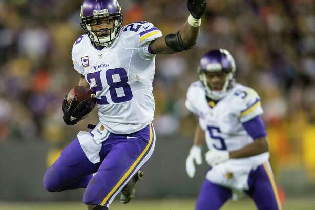 GREEN BAY, WI - JANUARY 3: Adrian Peterson #28 of the Minnesota Vikings carries the ball during an NFL game against the Green Bay Packers at Lambeau Field January 3, 2016 in Green Bay, Wisconsin.  (Photo by Tom Dahlin/Getty Images)