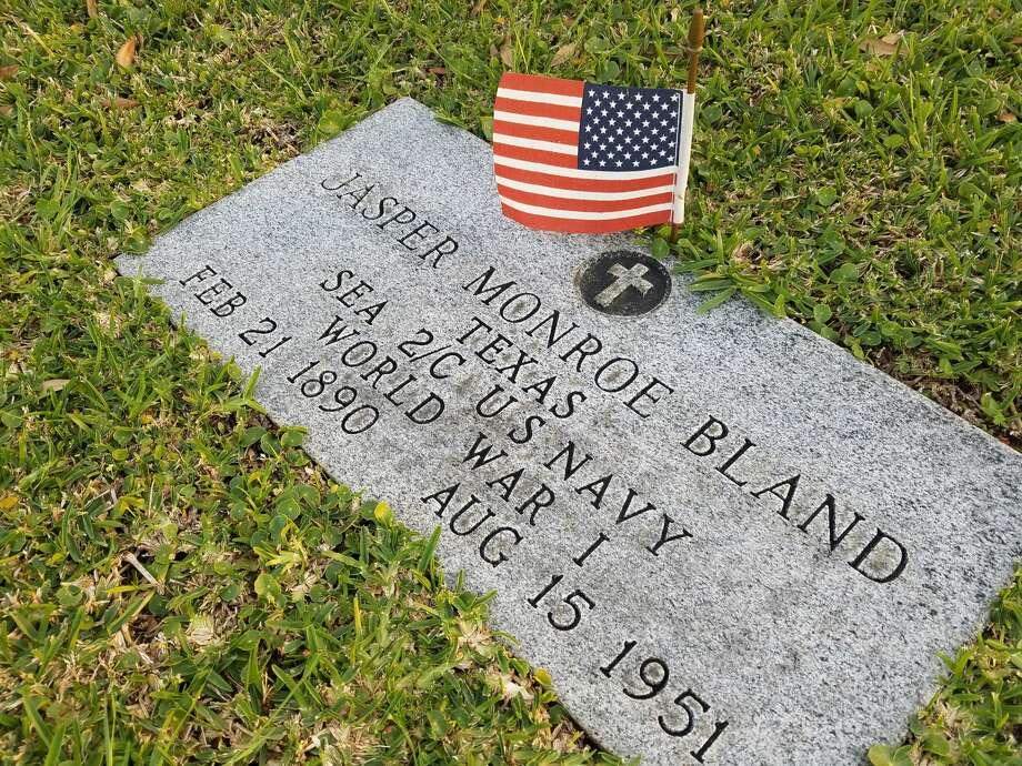 Headstones of WWI veterans at Oak Bluff Memorial Park in Port Neches. Photo: Monique Batson/The Enterprise