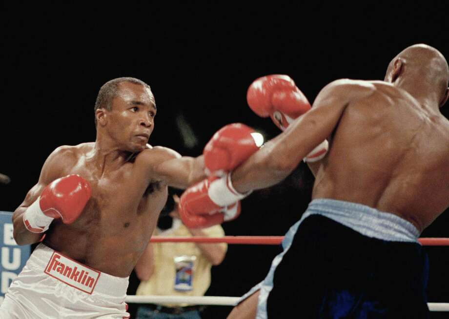 Sugar Ray Leonard (left) delivers a punch durin his bout with Marvin Hagler on April 6, 1987, in Las Vegas. Photo: Associated Press / ONLINE_YES