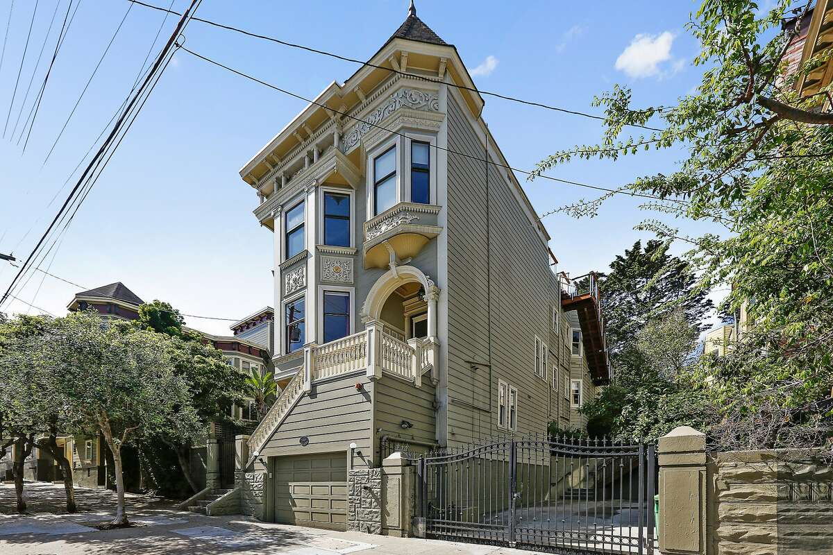 The condo rests within a freestanding Victorian in Hayes Valley.�