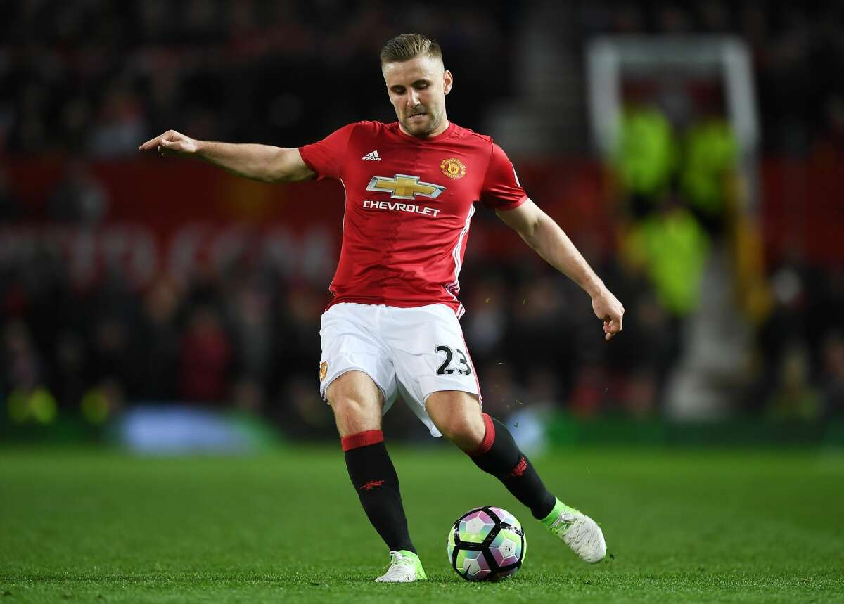 MANCHESTER, ENGLAND - APRIL 04: Luke Shaw of Manchester United in action during the Premier League match between Manchester United and Everton at Old Trafford on April 4, 2017 in Manchester, England. (Photo by Shaun Botterill/Getty Images)