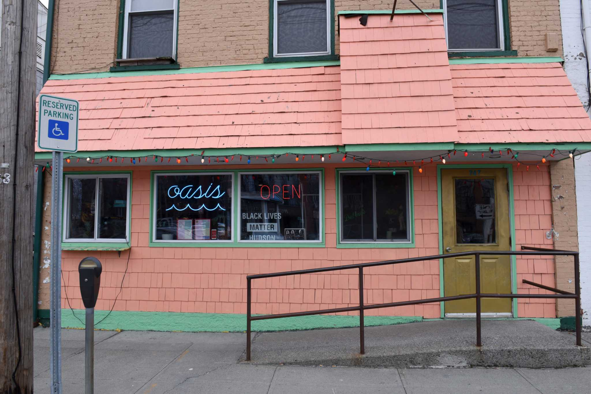 Restaurant review: Lil\' Deb\'s Oasis in Hudson - Times Union