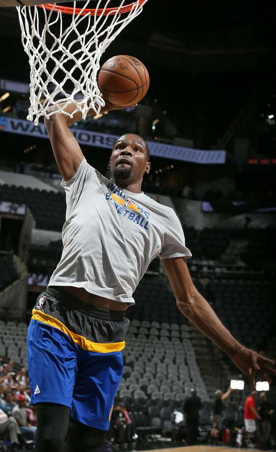 Kevin Durant is a full go for practices and is expected to be available for the final three regular-season games. Photo: Edward A. Ornelas, San Antonio Express-News