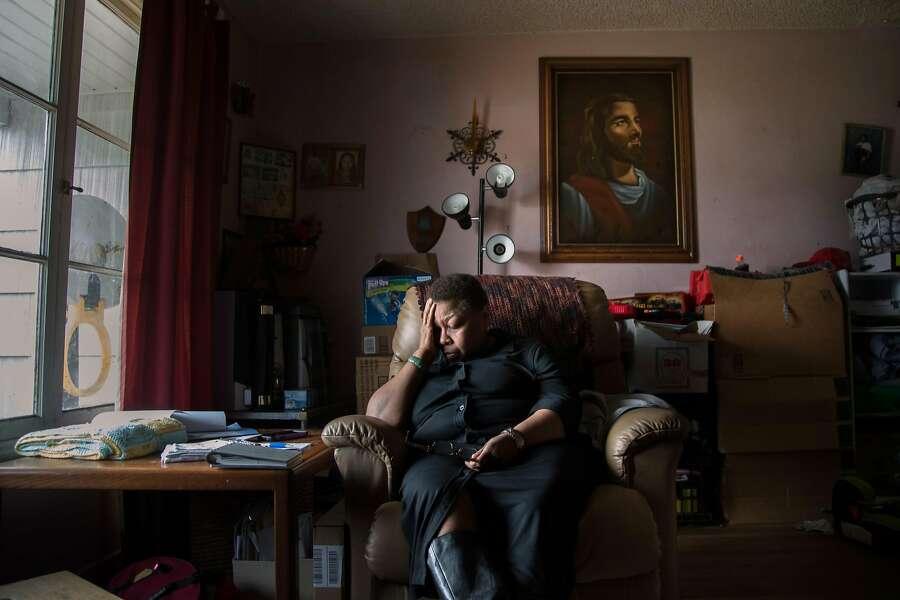 Barbara Harris-Porter, 59, Rashanda Franklin's mother in the living room of her sister Jean Hinton on Thursday, April 6, 2017 in Richmond, CA. Photo: Paul Kuroda, Special To The Chronicle