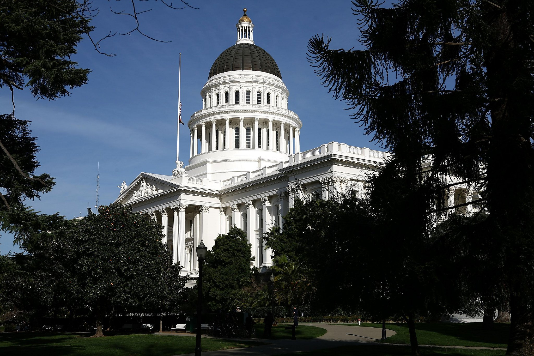 California lawmakers pass tax change to help working poor