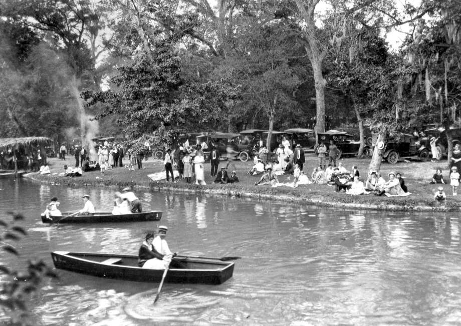 Boaters at Brackenridge Park in the 1920s or 1930s. Photo: Express-News File Photo / San Antonio Express-News