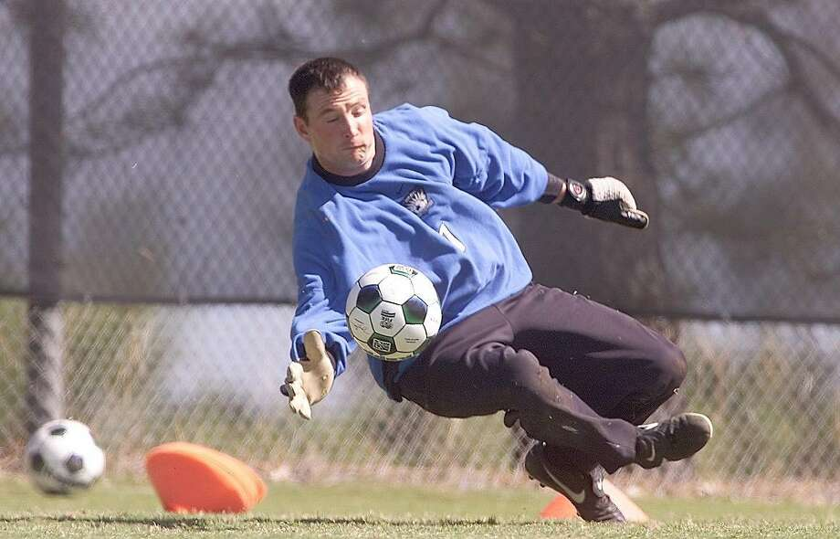 EARTHQUAKES3-C-03APR01-SP-MAC     Earthquakes goalie Joe Cannon with a stop during practice.  San Jose Earthquakes, major league soccer team at practice, West Valley College in Saratoga.        by Michael Macor/The chronicle Photo: MICHAEL MACOR, SFC