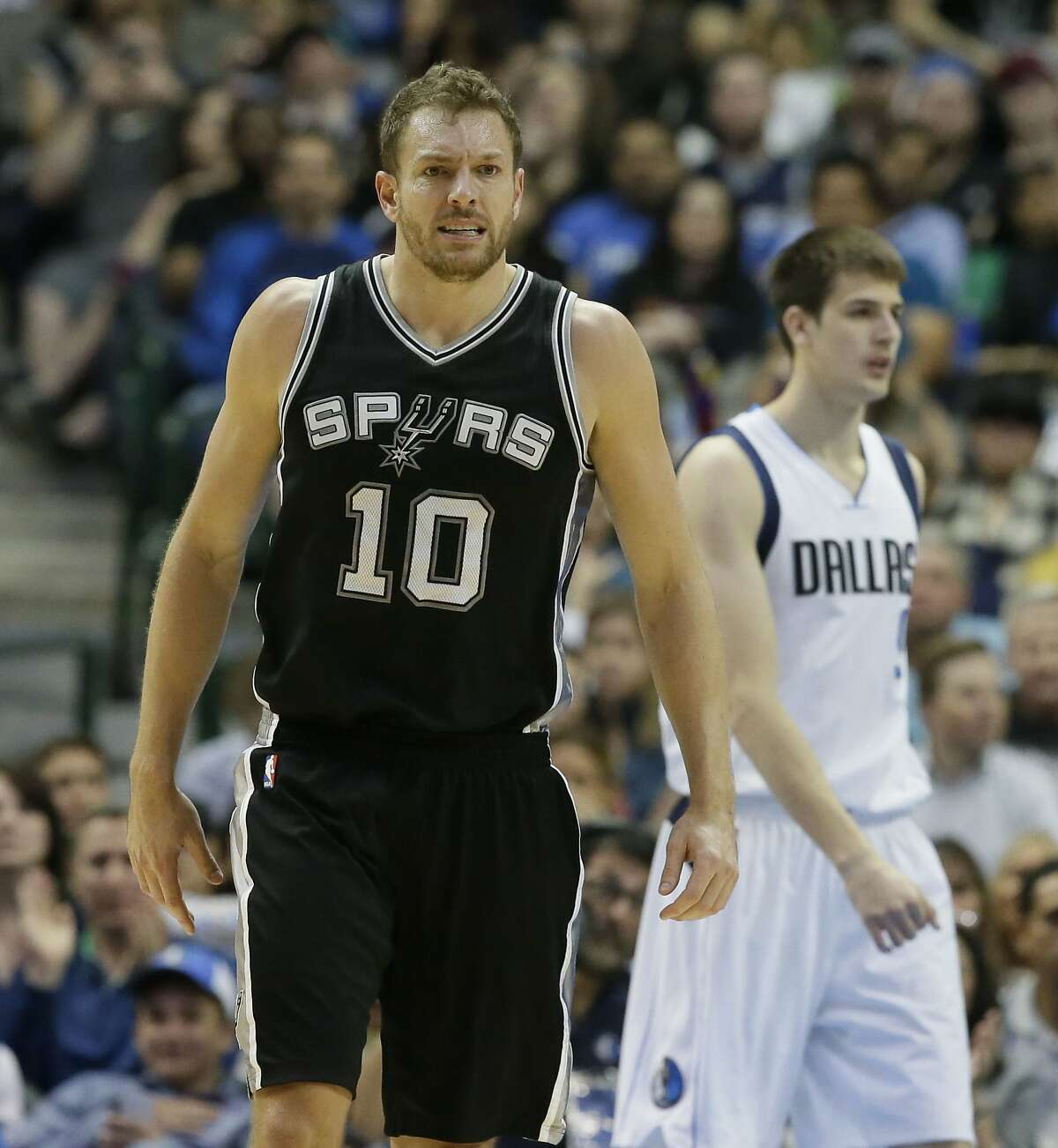 San Antonio Spurs forward David Lee (10) heads to the bench for a time out during the first half of an NBA basketball game against the Dallas Mavericks in Dallas, Friday, April 7, 2017. (AP Photo/LM Otero)