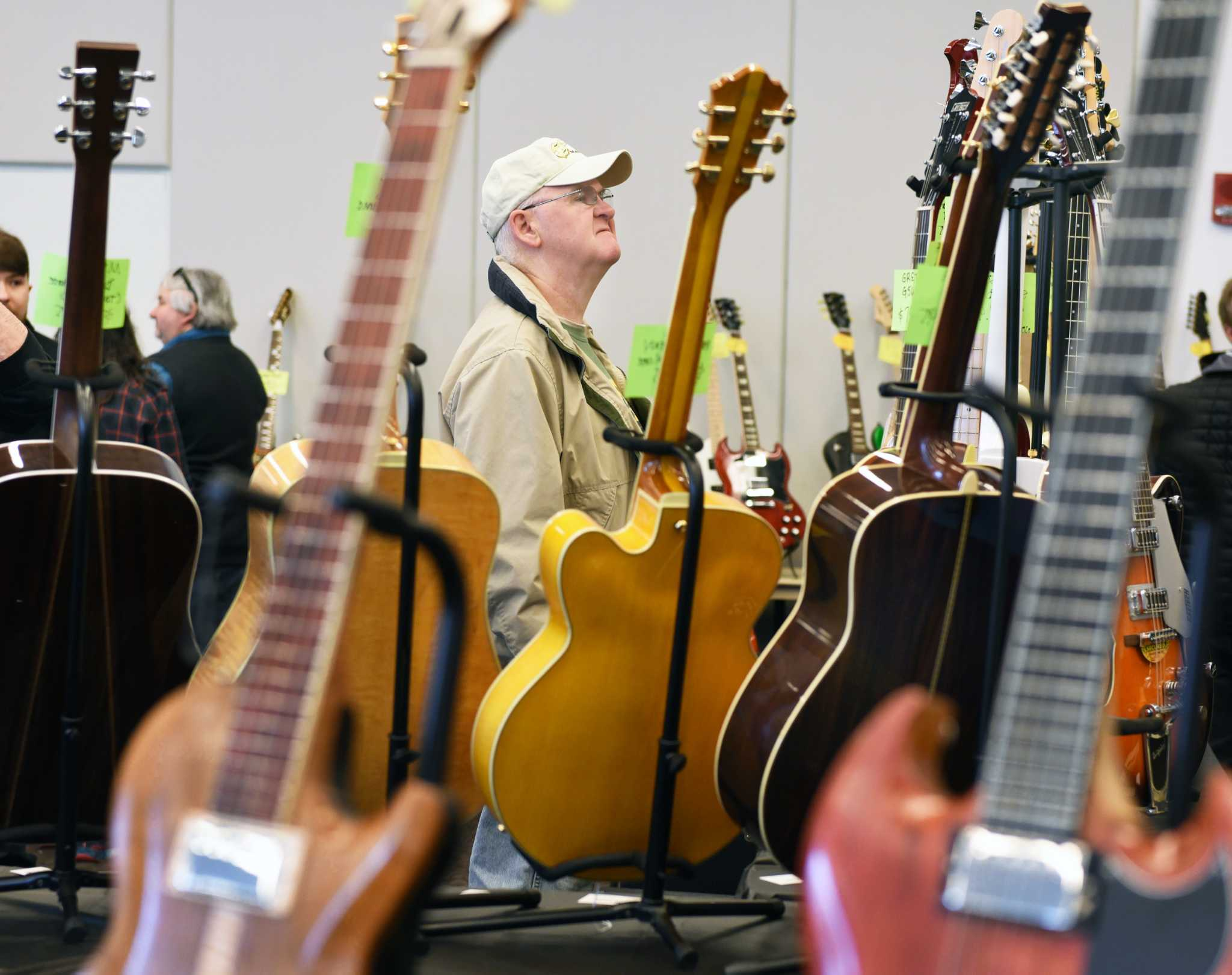 photos guitar show in saratoga springs times union. Black Bedroom Furniture Sets. Home Design Ideas