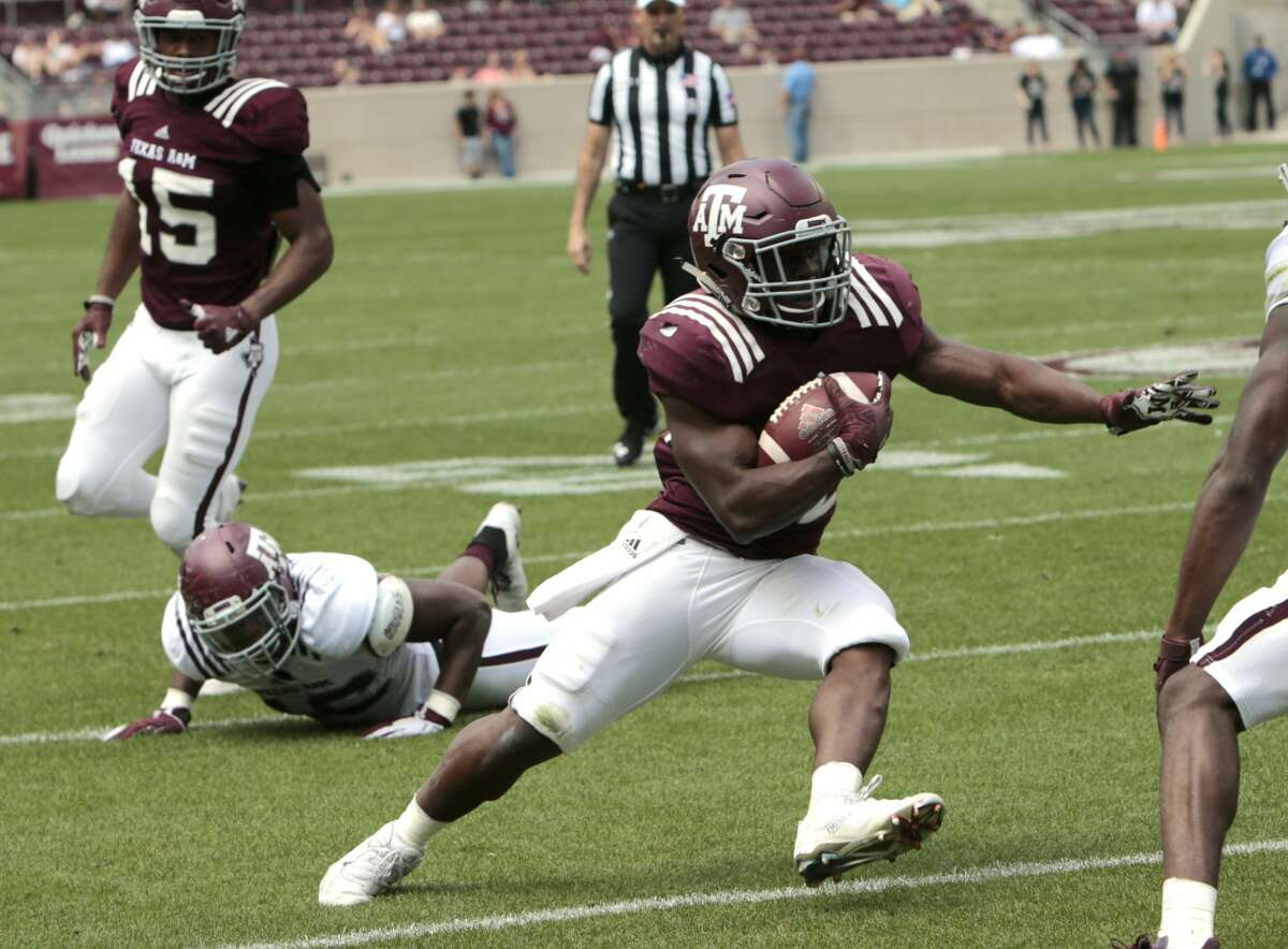 Texas A&M running back Kwame Etwi cuts back across the field on a run near the goal line during the Texas A&M spring football game at Kyle Field on Saturday, April 8, 2017, in College Station. ( Brett Coomer / Houston Chronicle )