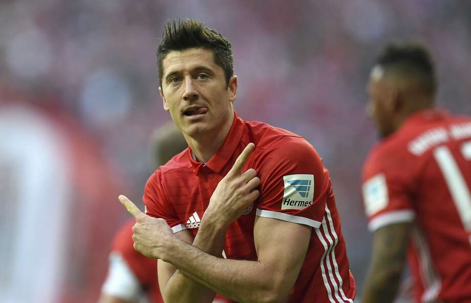 Bayern Munich's Robert Lewandowski scored twice to up his Bundesliga-leading total to 25 in a win over Bayern Munich. Photo: Andreas Gebert, Associated Press