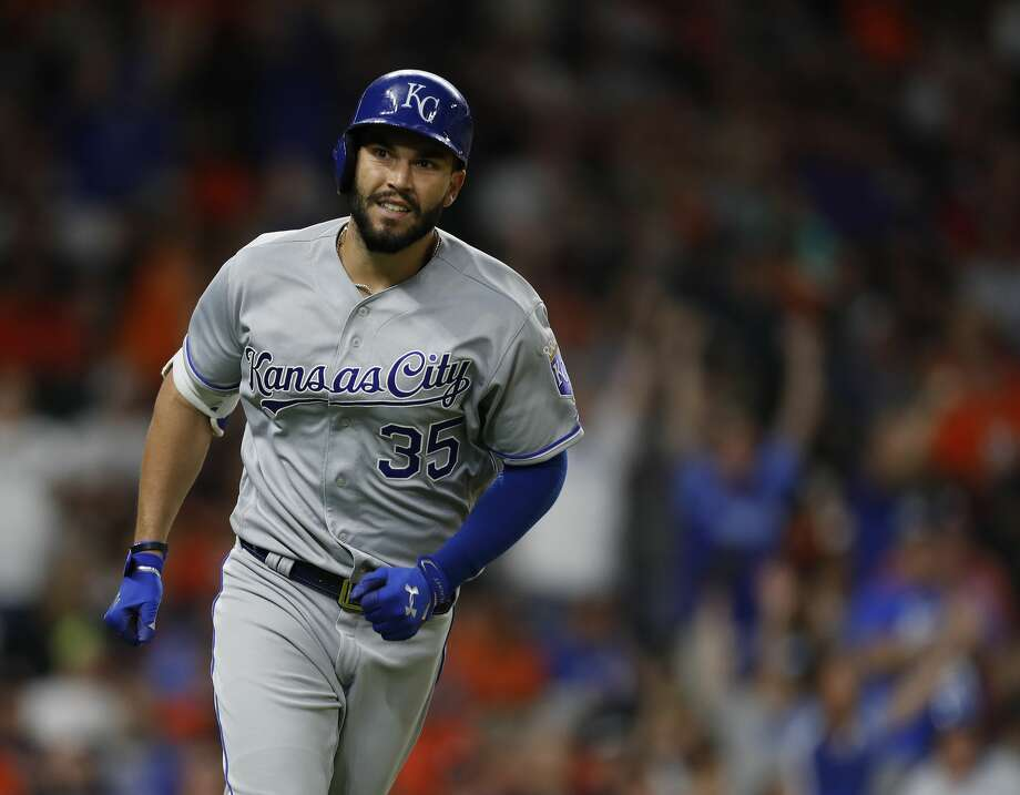 Kansas City Royals first baseman Eric Hosmer (35) smiles as he rounded the bases after his two-run home run off of Houston Astros relief pitcher Luke Gregerson during the eighth inning of an MLB baseball game at Minute Maid Park, Saturday, April 8, 2017, in Houston.   ( Karen Warren / Houston Chronicle ) Photo: Karen Warren/Houston Chronicle