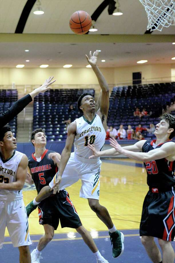 Justin Moore (10) of Stratford drives to the hoop. Photo: Craig Moseley, Staff / ©2016 Houston Chronicle