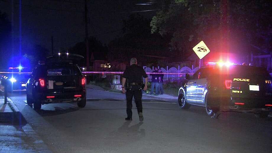 According to police, two witnesses found the victim with 10 to 15 stab wounds in his torso around 11:20 p.m. in the 1000 block of Vermont. Photo: Ken Branca
