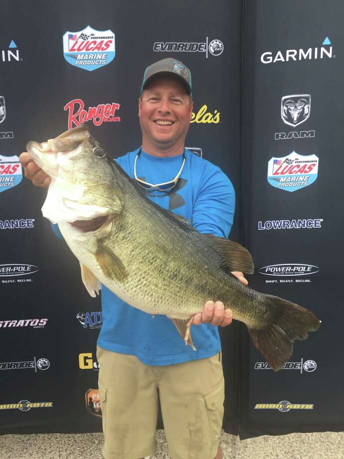 Cleveland man lands texas parks 39 latest record breaking for Lake houston fishing report