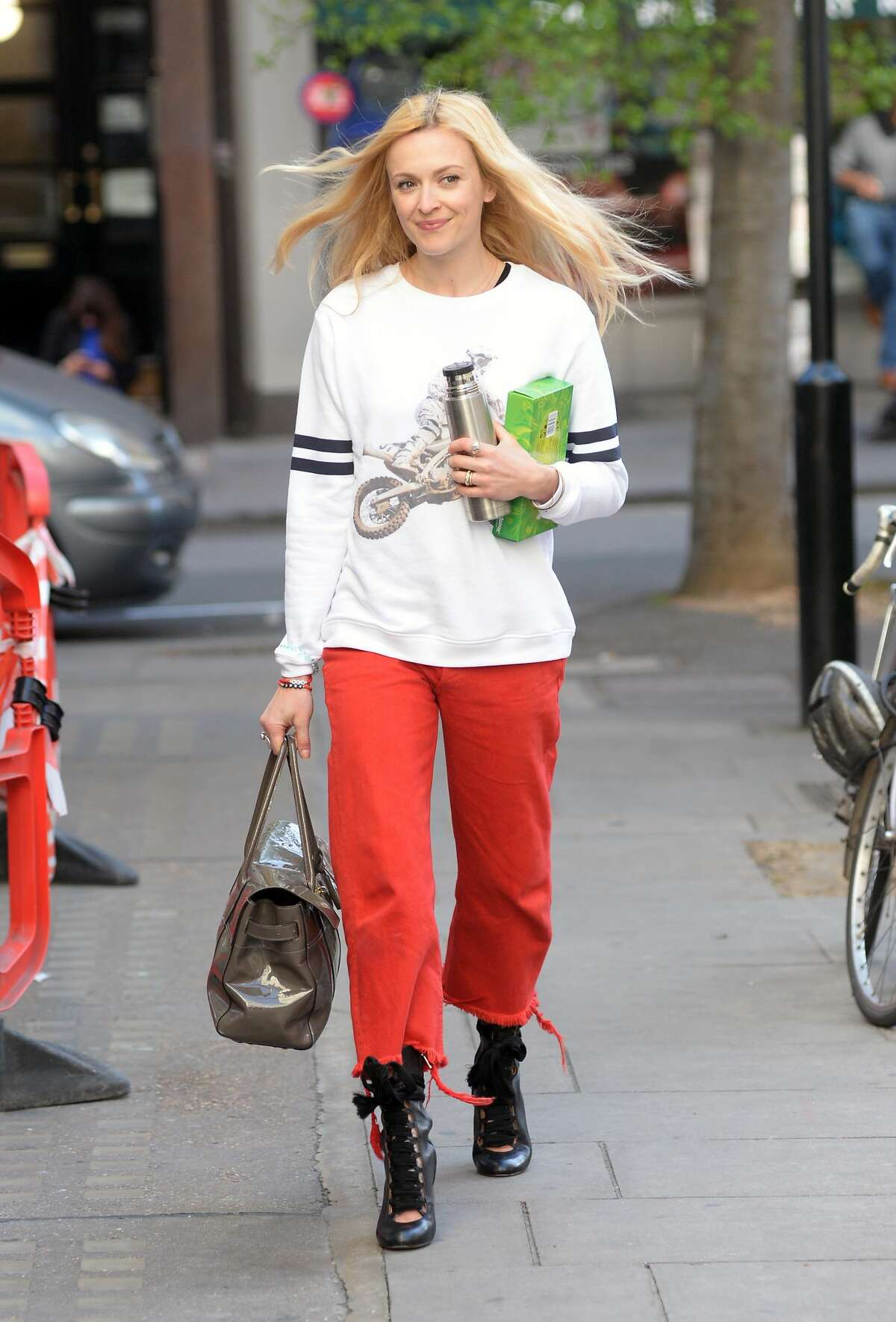 Fearne Cotton wears cut off sweatpants with heels and nails it.