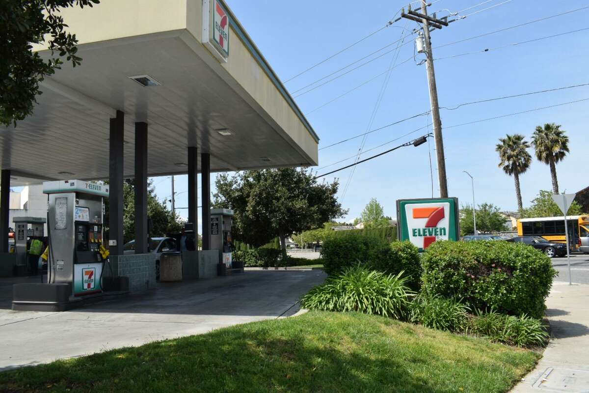Police shot and killed a man late Sunday night in an alley behind a Walgreens in Fremont after he ran from police outside this 7-Eleven store on Decoto Road.