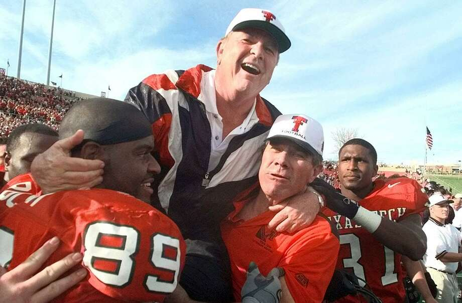 Texas Tech head coach Spike Dykes is lifted by Texas Tech alum and All-American E.J. Holub (right) and Taurus Rucker (89) after beating Oklahoma 38-28 in Lubbock on Nov. 20, 1999. Photo: Associated Press / AP