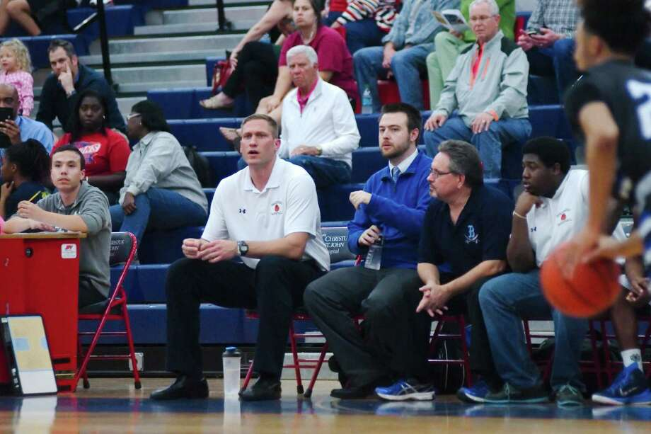 Cliff Owens, shown here as head coach at Brazoswood High School, has been hired as the new boys' head basketball coach at Friendswood. Directly behind Owens is former Clear Lake head coach Bill Krueger. Photo: Kirk Sides / © 2014 Kirk Sides / Houston Community Newspapers