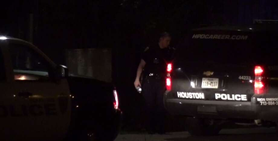 Police investigate a shooting in south Houston that left one injured Tuesday. (Metro Video) Photo: Metro Video