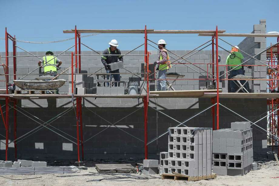 Construction starts totaled $2.7 billion in January and February of 2019, down 8 percent from the corresponding period in 2018, according to Dodge Data & Analytics. Photo: Steve Gonzales, Houston Chronicle / © 2017 Houston Chronicle