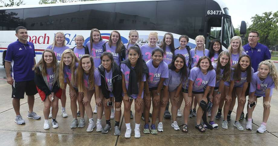 Members of the Boerne High School girls soccer team pose for picture Tuesday April 11, 2017 at a send-off event at Boerne High School. The team plays Wednesday at the UIL Class 4A state tournament in Georgetown. Photo: John Davenport /San Antonio Express-News / ©San Antonio Express-News/John Davenport