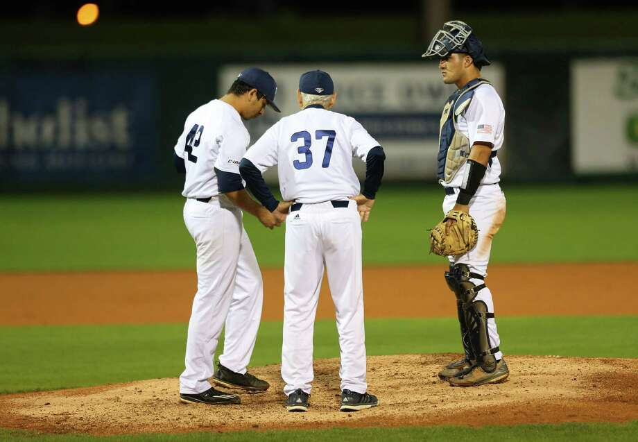Rice University head coach Wayne Graham has a talk with pitcher Willy Amador and catcher Dominic DiCaprio during a game between the Owls and the University of Houston Cougars at Rice's Reckling Park, Tuesday, April 11, 2017, in Houston. Photo: Mark Mulligan, Mark Mulligan / Houston Chronicle / 2017 Mark Mulligan / Houston Chronicle