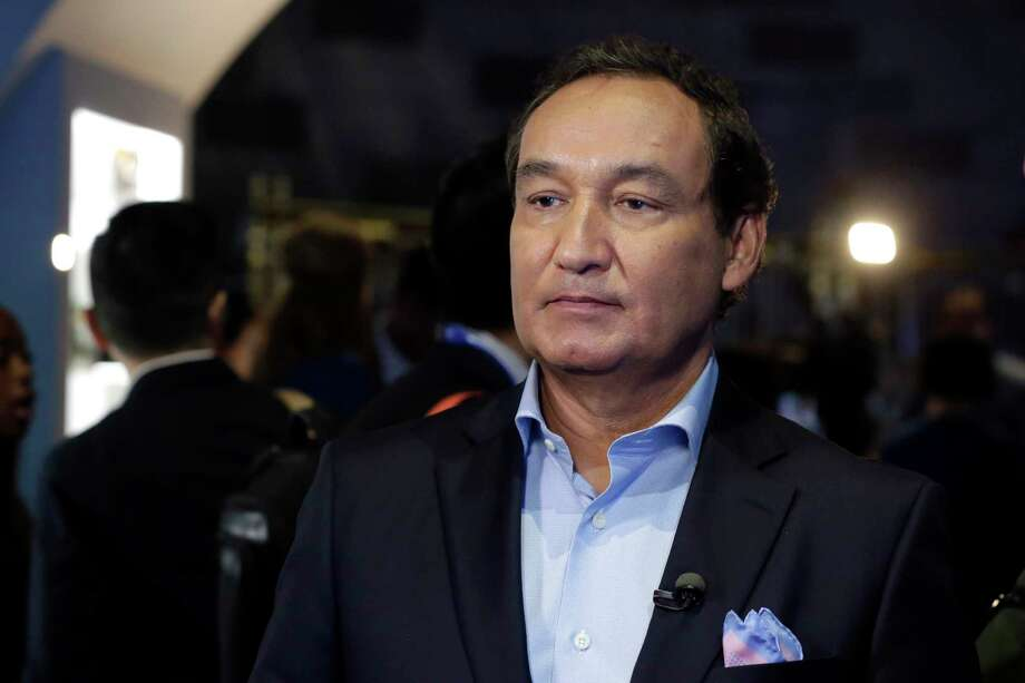 """FILE - In this Thursday, June 2, 2016, file photo, United Airlines CEO Oscar Munoz waits to be interviewed, in New York, during a presentation of the carrier's new Polaris service, a new business class product that will become available on trans-Atlantic flights. Munoz said in a note to employees Tuesday, April 11, 2017, that he continues to be disturbed by the incident Sunday night in Chicago, where a passenger was forcibly removed from a United Express flight. Munoz said he was committed to """"fix what's broken so this never happens again."""" (AP Photo/Richard Drew, File) Photo: Richard Drew, STF / Copyright 2017 The Associated Press. All rights reserved."""