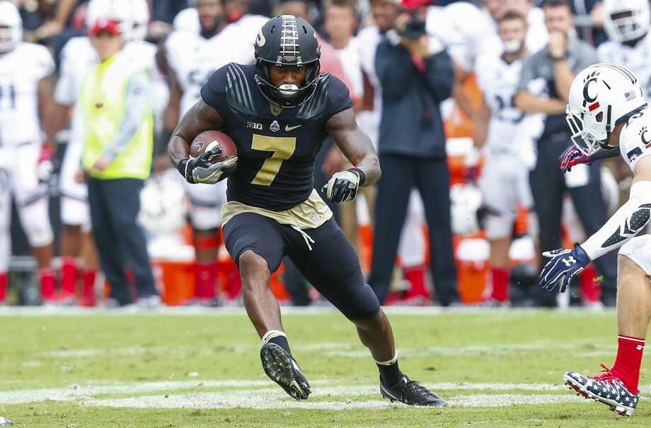 WEST LAFAYETTE, IN - SEPTEMBER 10: DeAngelo Yancey #7 of the Purdue Boilermakers runs the ball against the Cincinnati Bearcats at Ross-Ade Stadium on September 10, 2016 in West Lafayette, Indiana.  (Photo by Michael Hickey/Getty Images) Photo: Michael Hickey/Getty Images