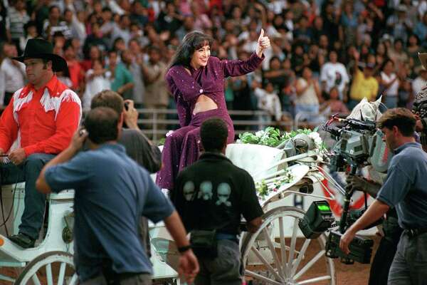 focus 97 advance--METRO: Jennifer Lopez gives the crowd at the Alamodome the thumbs up as she acts out her role as the Tejano star Selena during the filming of the movie bearing the name of the slain songstress. Staff Photo By: John Davenport, 96-3228