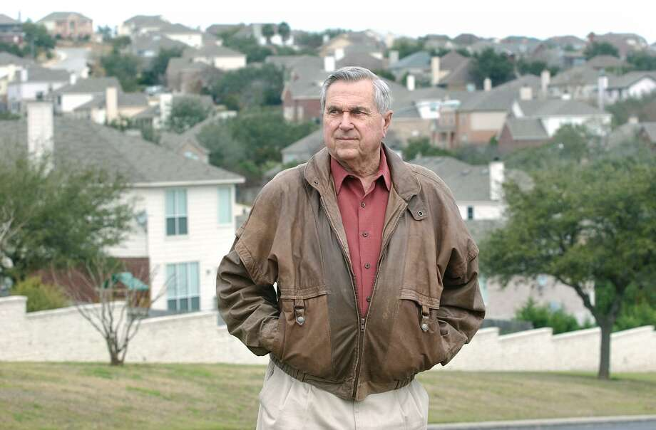 Developer Dan Parman in Stone Oak arein January 2003. Parman and three partners laid the groundwork for the master-planned community in the late '70s and early '80s. Photo: TOM REEL /SAN ANTONIO EXPRESS-NEWS / SAN ANTONIO EXPRESS-NEWS